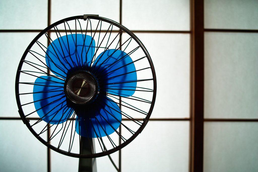 エアコン取り付け屋さん:「【超絶】エアコンは取り付けるものではなく「着る」のが正しい」扇風機の画像(イメージ)